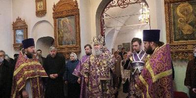 В Неделю Крестопоклонную Великого поста, Божественную Литургию в Свято-Вознесенском…