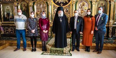 Епископ Великолукский и Невельский Сергий вручил великолукским медикам медали «Патриаршая…